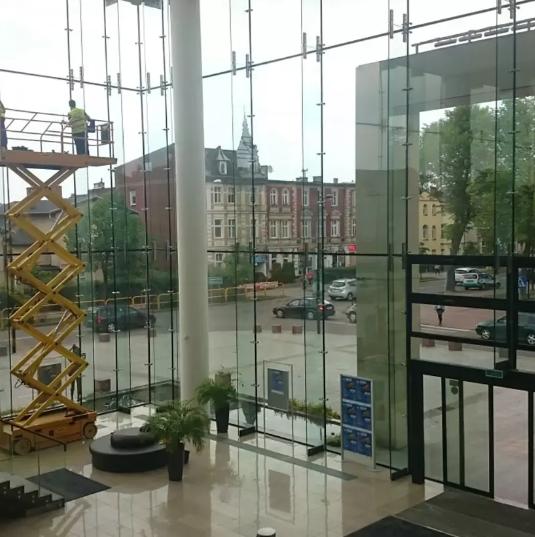 Obustronne mycie szyb w Wejherowskim Centrum Kultury – Filharmonii Kaszubskiej