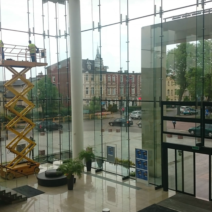 Mycie okien na Dworcu PKP w Sopocie